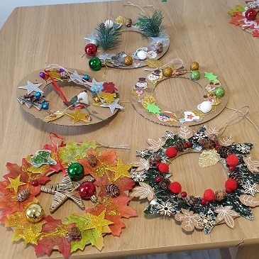 Making Christmas Wreaths at Pennington Court